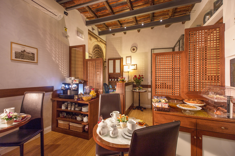 Guest house condotti inn rome value accommodation in rome for Casa fabbrini guest mansion roma